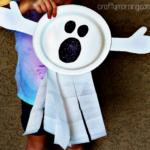 Pappteller Ghost Craft für Kinder (Fun Halloween Art Project!)