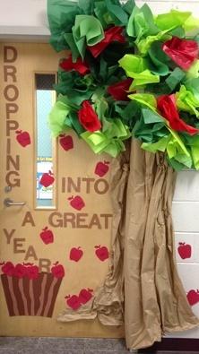 fall-apple-door-decoration