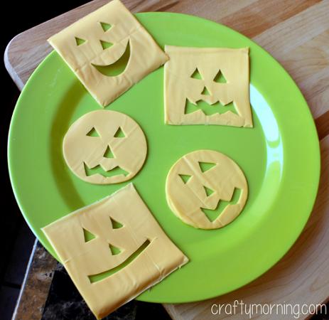 halloween-pumpkin-cheeseburgers