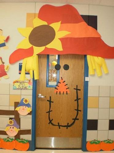 scarecrow-door-decoration