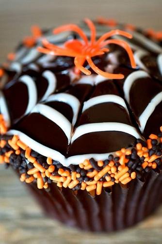 spiderweb-halloween-cupcake