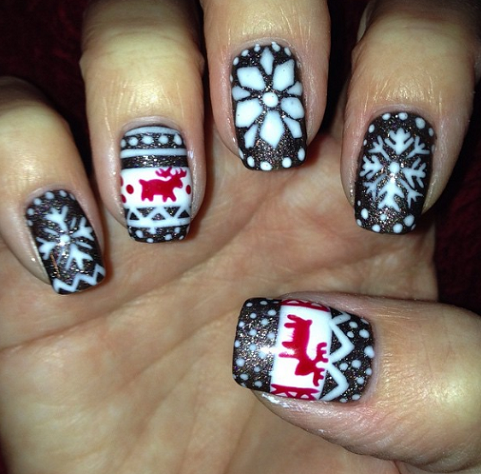 christmas-sweater-nail-designs