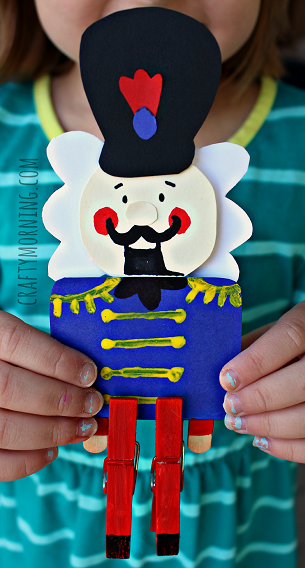 clothespins-nutcracker-christmas-craft-for-kids