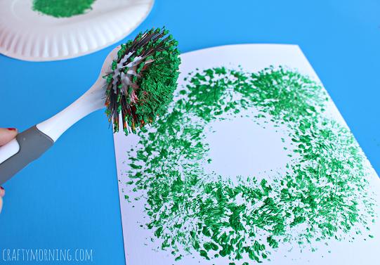 dish-brush-christmas-wreath-craft-for-kids-