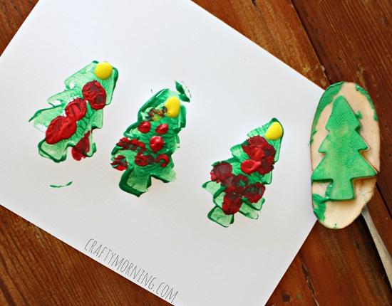 potato-christmas-tree-stamping-craft-for-kids
