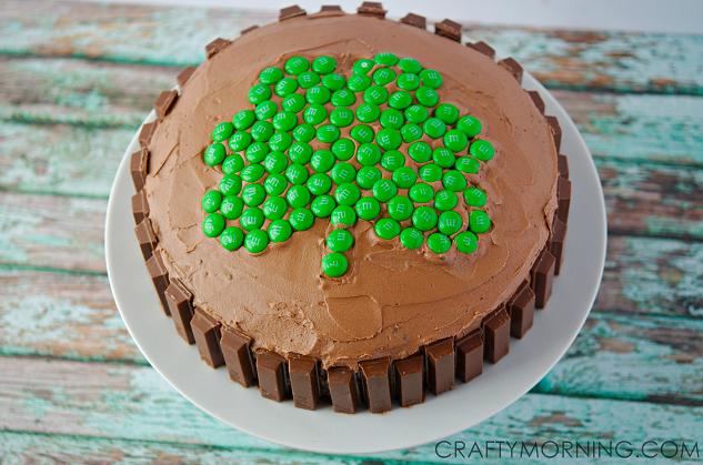 amazing-shamrock-kit-kat-cake-for-st-patricks-day