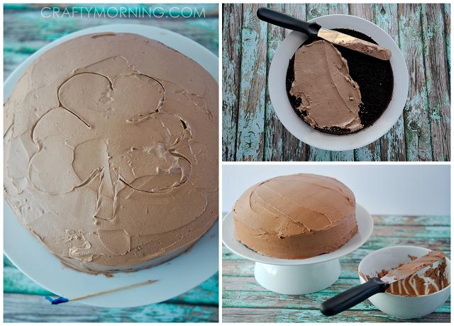 delicious-kit-kat-shamrock-st-patricks-day-cake