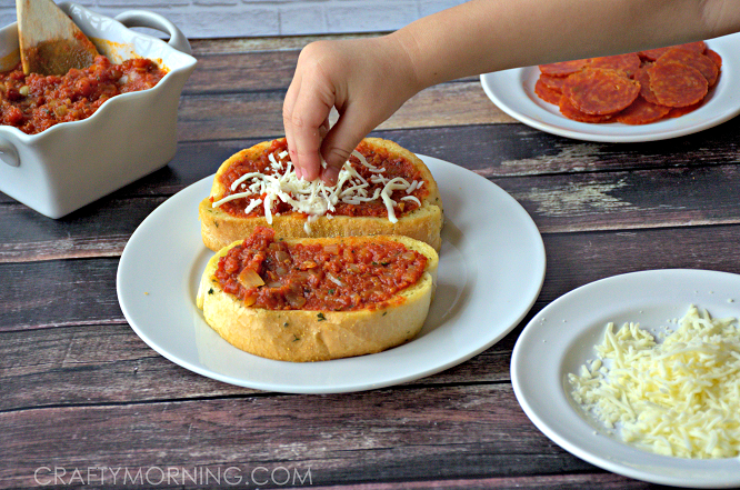 TEXAS-TOAST-PIZZA-RECIPE-FOR-KIDS-