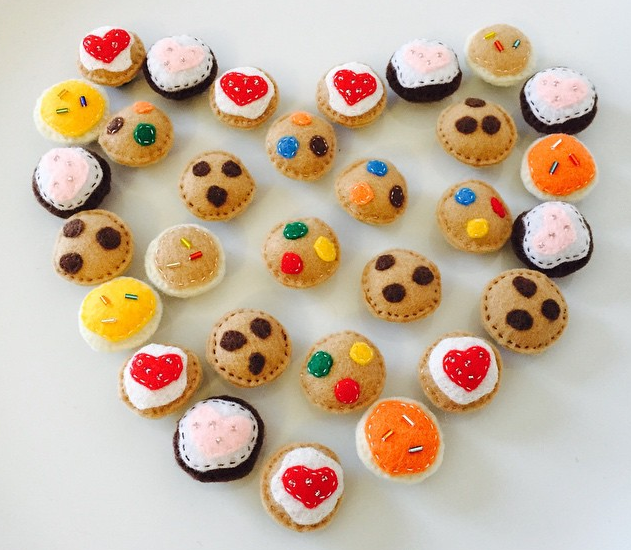 mini-felt-cookies-for-kids-pretend-play
