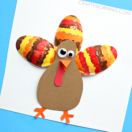 plastic-spoon-turkey-thanksgiving-kids-craft-