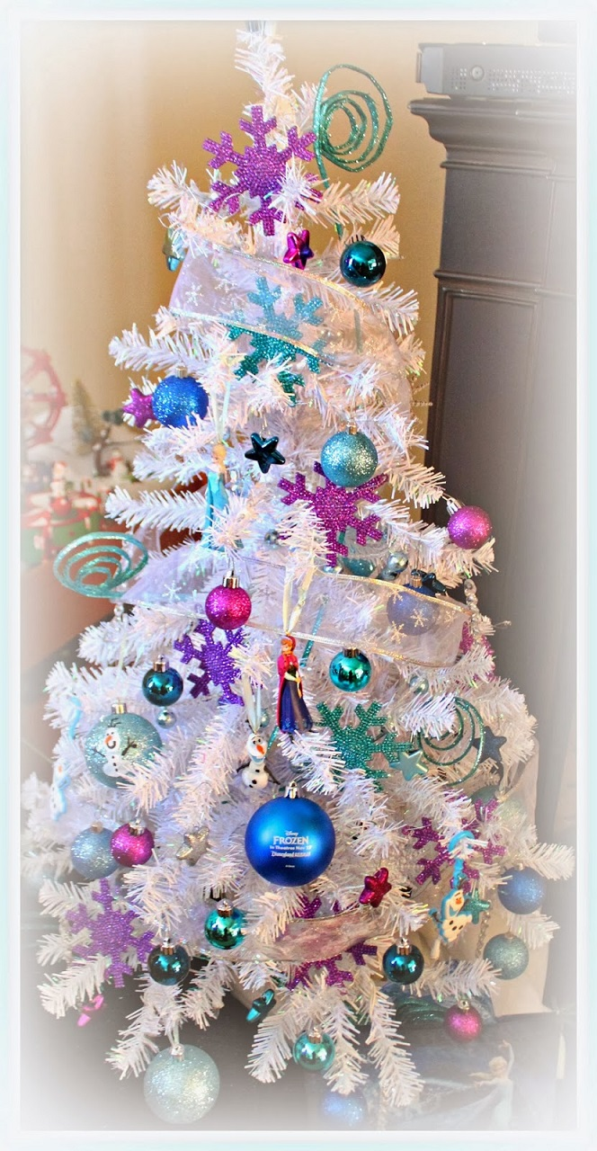 frozen-white-christmas-tree-decorating