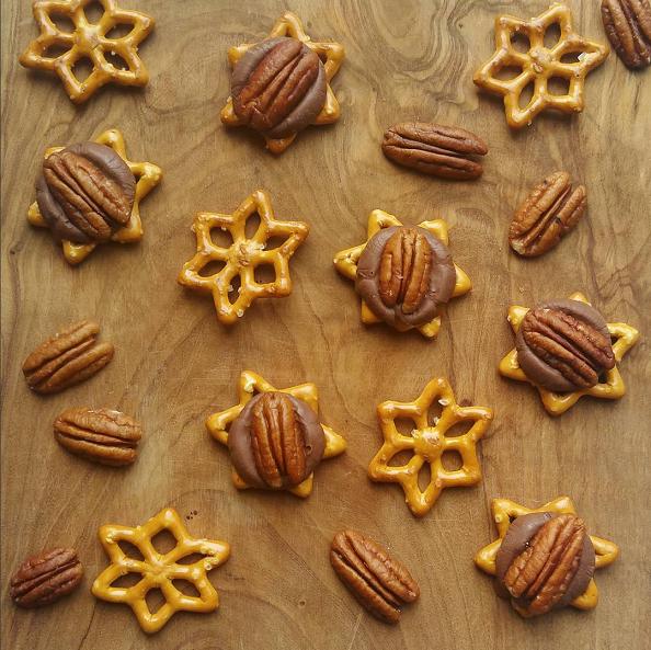 star-shape-pretzel-rolo-turtles-christmas