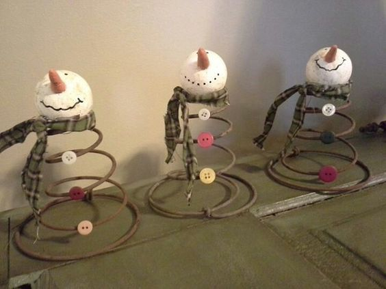 bed-spring-snowmen-decoration-christmas
