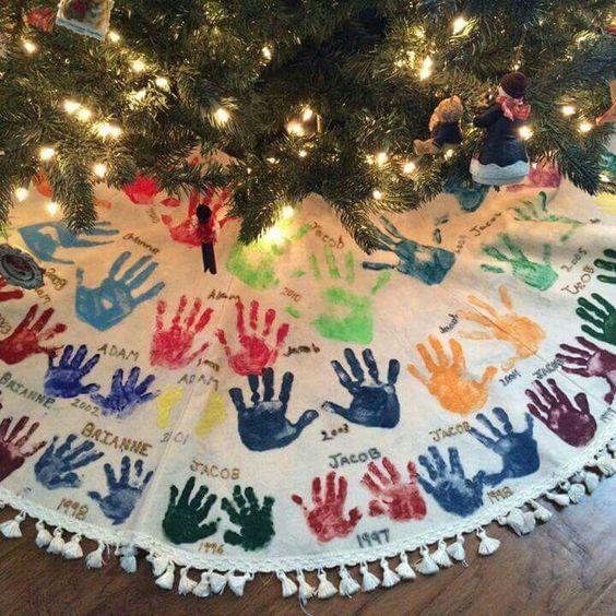 handprint-christmas-skirt-decoration