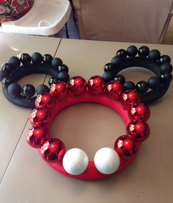 mickey-mouse-wreath