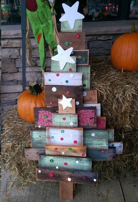 wood-pallet-reclaimed-christmas-tree-decorations