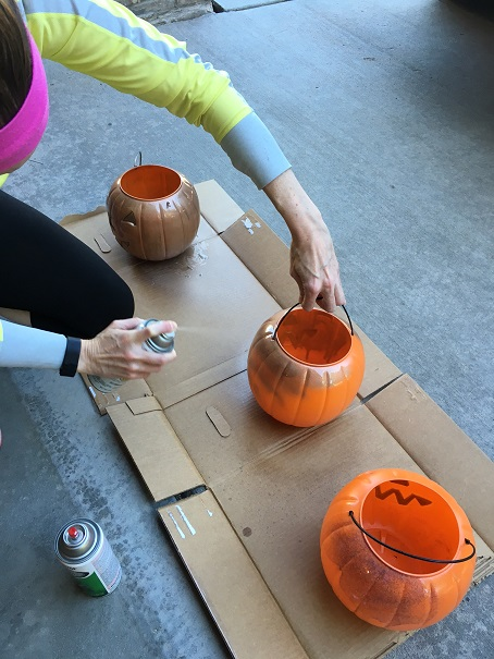 spray-paint-pumpkin-planters