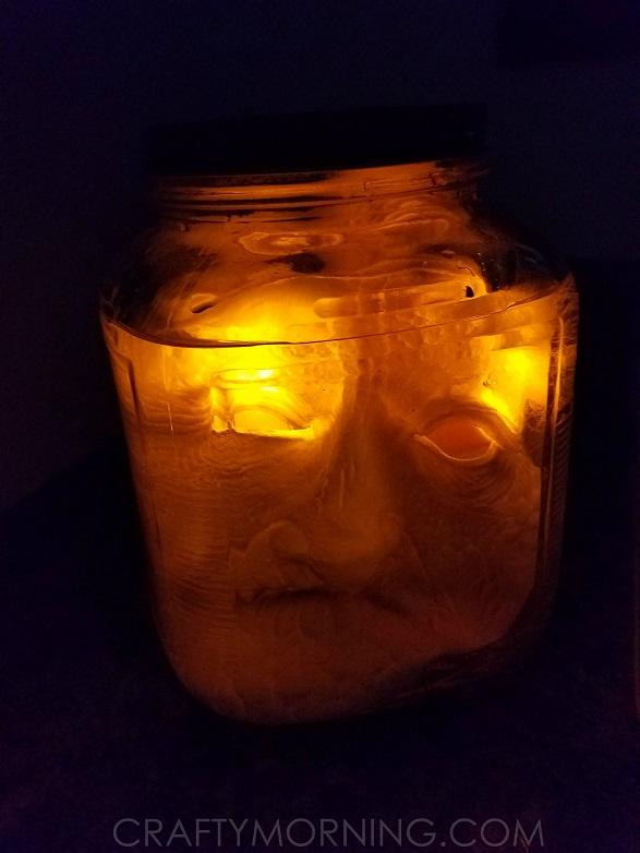 creepy-heads-in-jars-halloween-decor