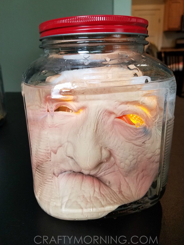 creepy-jar-heads-halloween-decoration