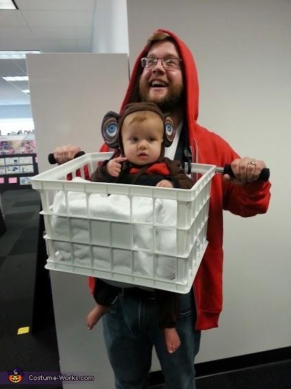 et-elliot-baby-carrier-costume