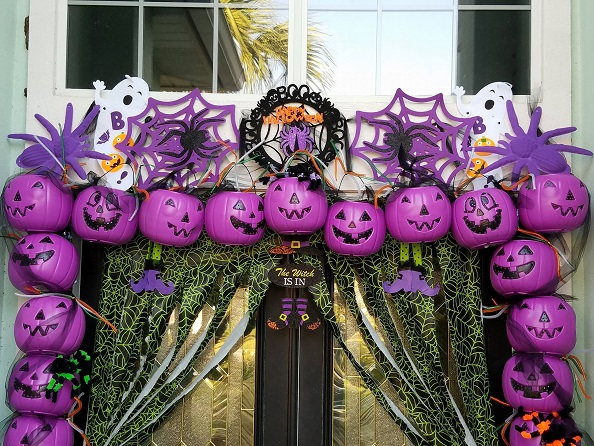 plastic-pumpkin-entry-way-for-halloween