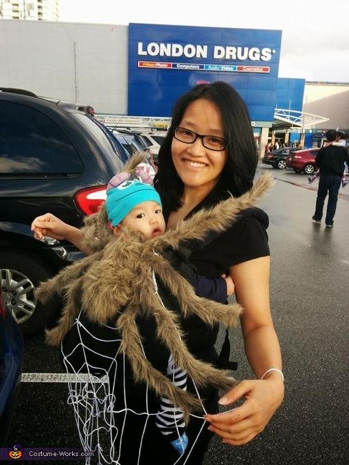 spider-baby-carrier-halloween-costume