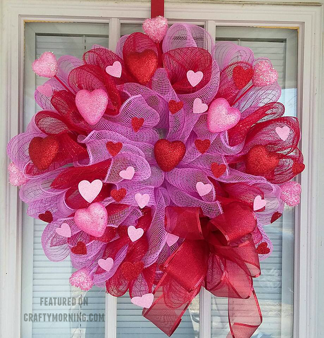 deco-mesh-valentine-wreath