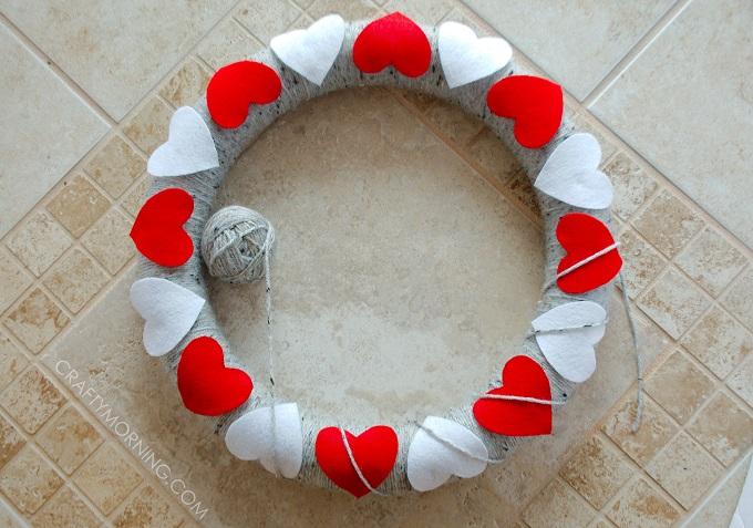 heart-yarn-felt-valentine-wreath