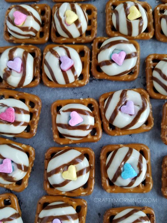 pretzel-hug-valentine-treats