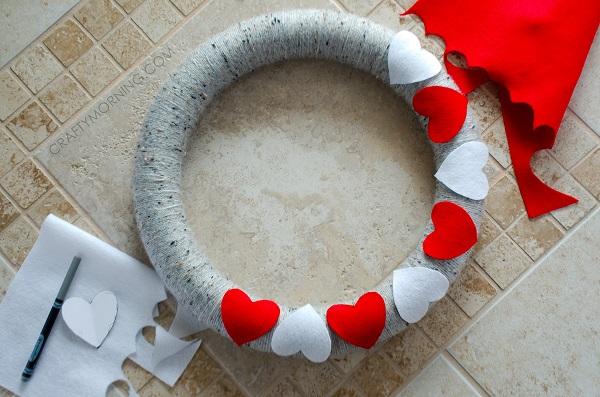 valentine-yarn-wreath-felt